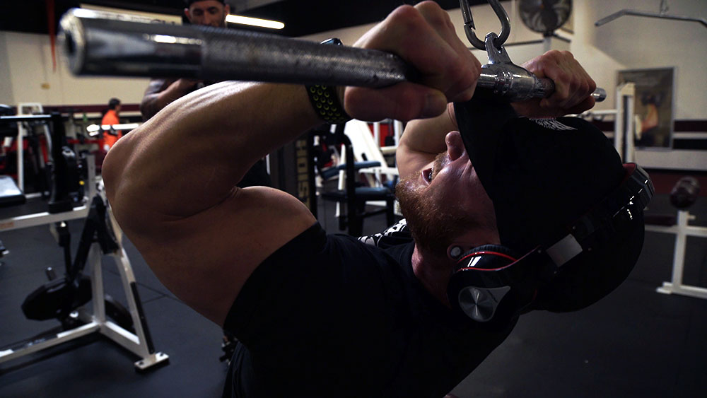 Medium grip curls for big arms